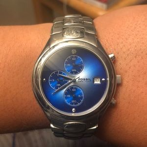 Fossil Arkitekt with diamond chip with blue face.